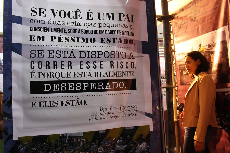 A exposição Pessoas em Movimento convidou o público brasiliense a conhecer a realidade das populações que atendemos. Usando óculos de realidade virtual, eles puderam se sentir inseridos em contextos pelos quais passam as pessoas refugiadas.