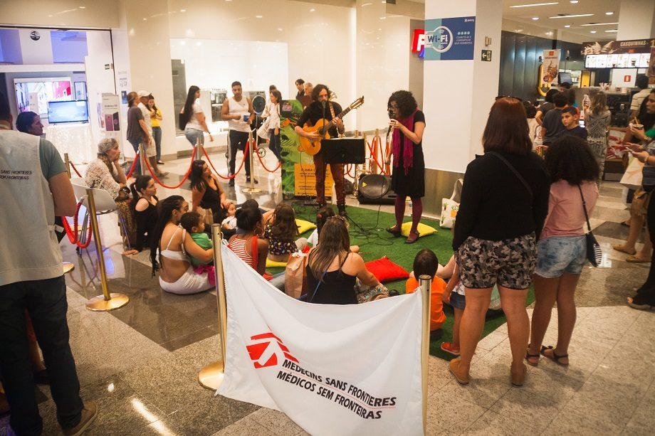 A Cia AbraPalavra apresentou enredos lúdicos adaptados e inspirados no trabalho de MSF para as crianças em Belo Horizonte. (Foto: Lucca Mezzacappa)