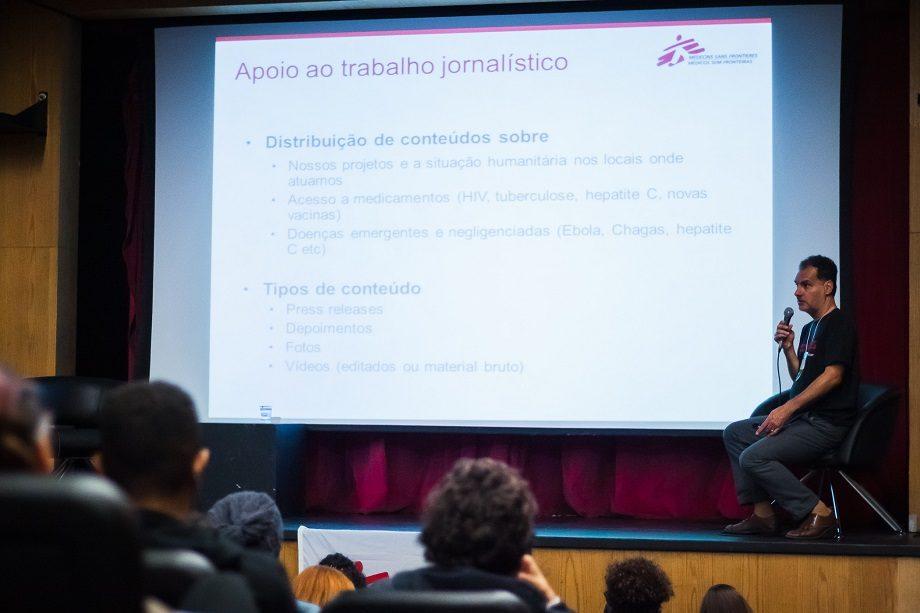 Paulo Braga, coordenador de relações com a imprensa de MSF-Brasil falou sobre as diversas questões que envolvem a cobertura de crises humanitárias no Seminário de Jornalismo. (Foto: Lucca Mezzacappa)