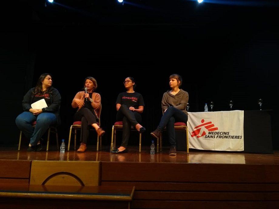 Pilar Magnavita, assessora de imprensa de MSF-Brasil (esq), Ana de Lemos, diretora-geral de MSF-Brasil, Junia Cajazeiro, médica e Marina Barardi, enfermeira, participaram de um bate-papo com doadores de MSF em  Belo Horizonte. (Foto: MSF)